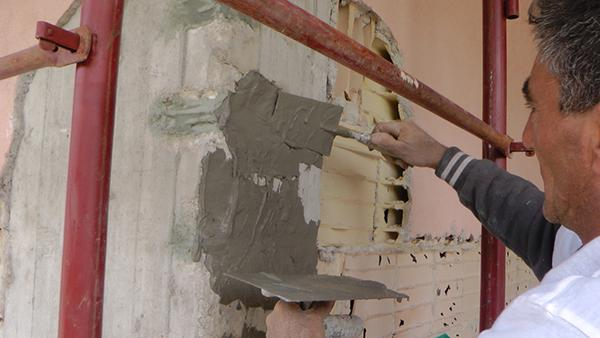 Fase finale del ripristino di un pilastro di cemento armato ammalorato, Diasen
