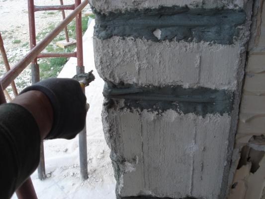 Malta anticorrosione su un pilastro di cemento armato ammalorato, Diasen