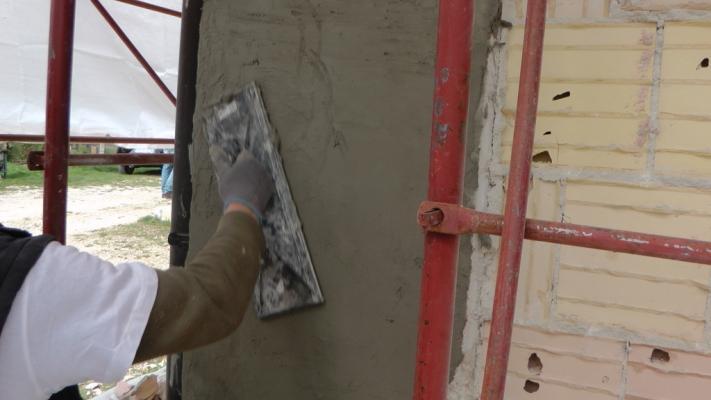 Rifinitura di un pilastro di cemento armato ammalorato, Diasem