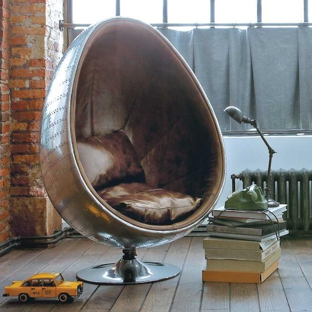 Poltrona a uovo in cuoio marrone, da Maisons du Monde