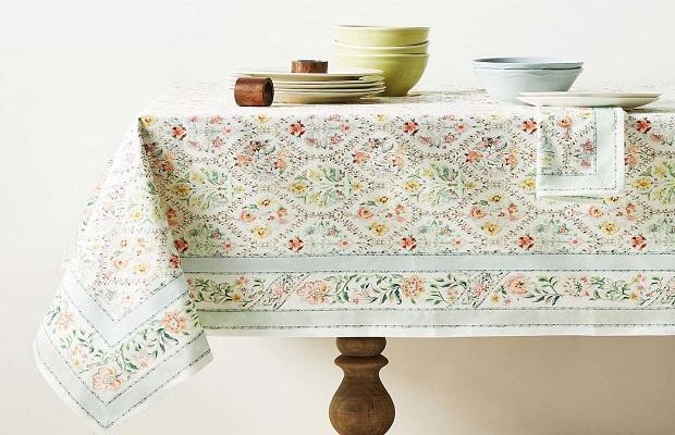 La tovaglia in cotone stampato floreale di Zara Home
