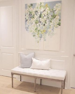 Un quadro floreale regala carattere al corridoio