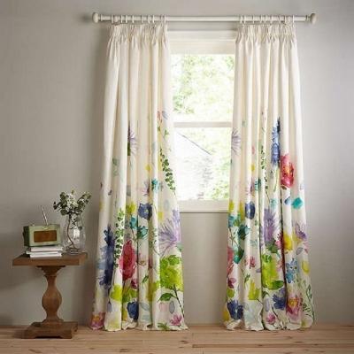 Un tocco di primavera con le tende con decori floreali