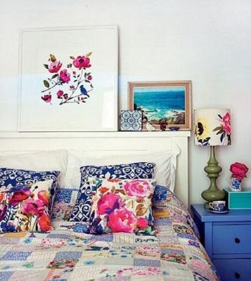 Decorazioni floreali in camera da letto
