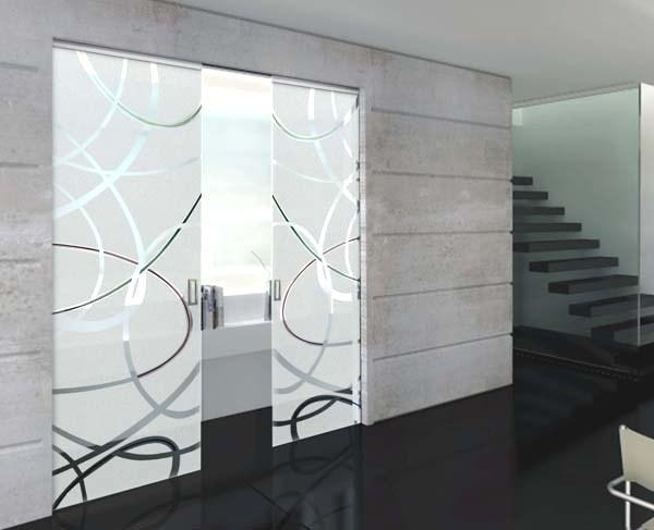 Disimpegno con vetrate a scomparsa nel muro, di MR Art design