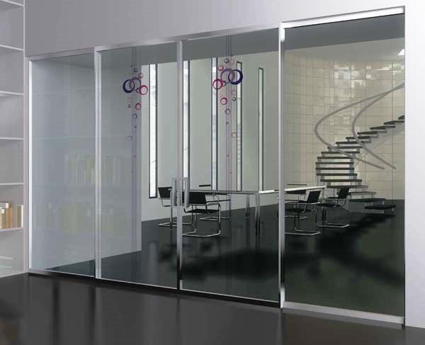 Disimpegno con porte scorrevoli a vetro, di MR Art Design