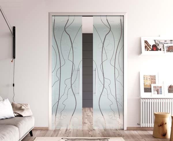 Disimpegno nel living con vetrate a scomparsa, di MR Art Design