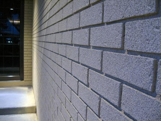Un muro di mattoni rivestito di Suberite, EasyBiz Servizi