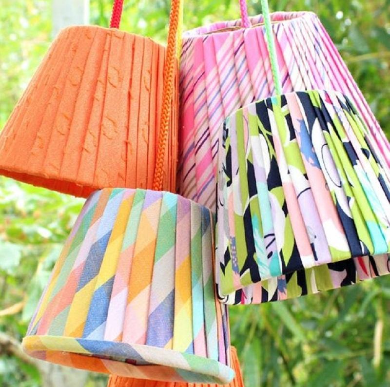 Perché non divertirsi a realizzare lampade plissettate handmade?