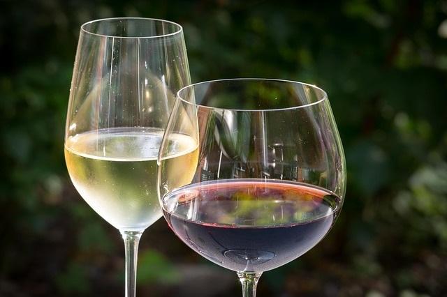 Scegliere il giusto calice per esaltare al meglio le proprietà del vino
