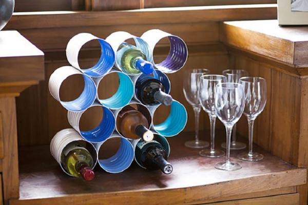 Un portabottiglie vino fatto con barattoli di latta, da mondodesign.it