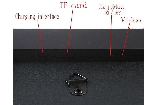 Dettaglio del photoframe con telecamera nascosta da Amazon