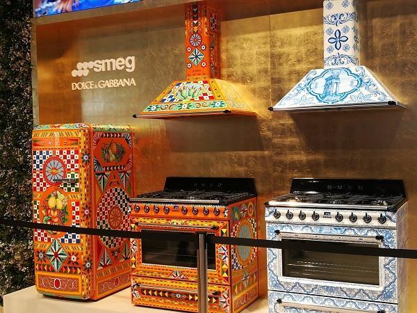 A Eurocucina 2018 la proposta Smeg di elettrodomestici freestanding firmati Dolce&Gabbana