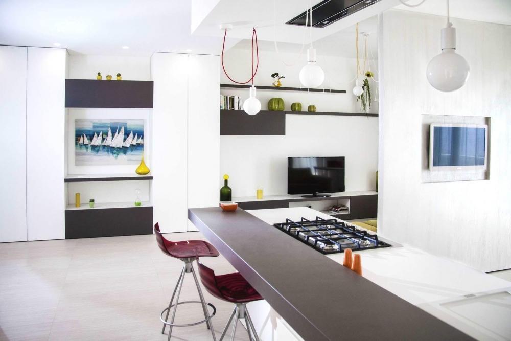 Open space con penisola cucina, Il Legno Arredamenti