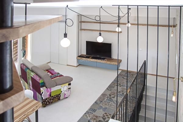 Loft open space più livelli, by Il Legno Arredamenti