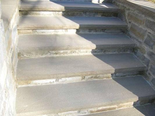 Scala esterna in pietra serena, di Bernabini