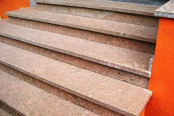 Scala esterna in granito, realizzazione B.F.P.