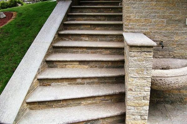 Scala esterna in pietra naturale for Scale esterne in pietra
