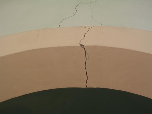 Cedimenti in fondazione, le crepe nei muri