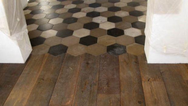 Soluzioni per accostare pavimenti differenti in corrispondenza di una soglia