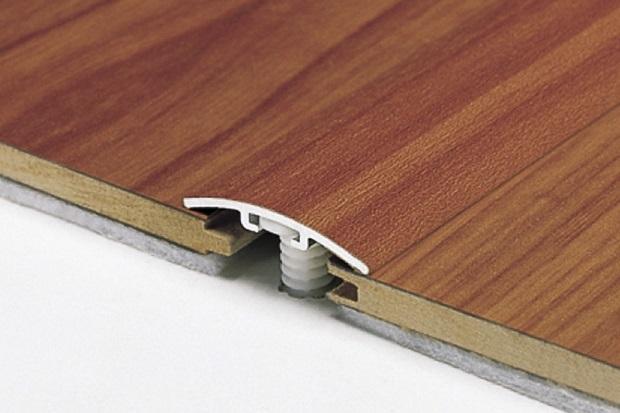 Profilato in legno per pavimento di Profilplas