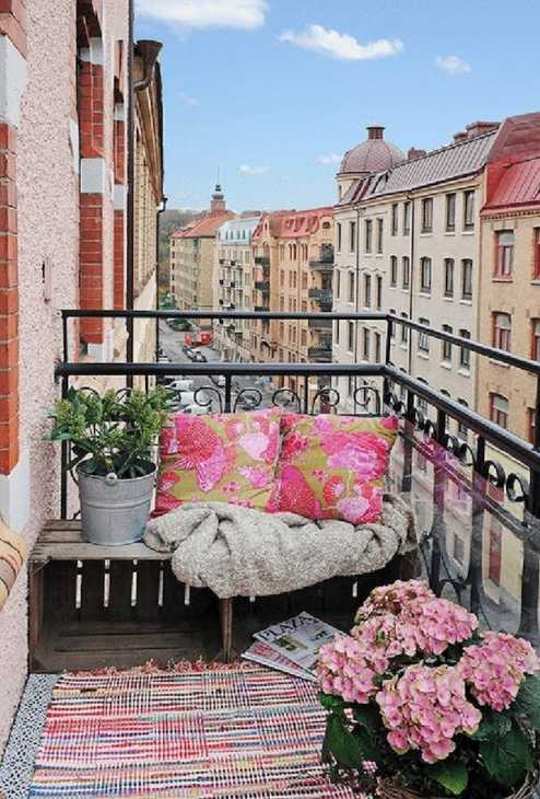 Balconcino, seduta in pallet, da apartmentf15.blogspot.it