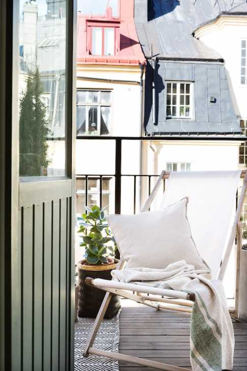 Una sdraio in balcone, da bye9design.com