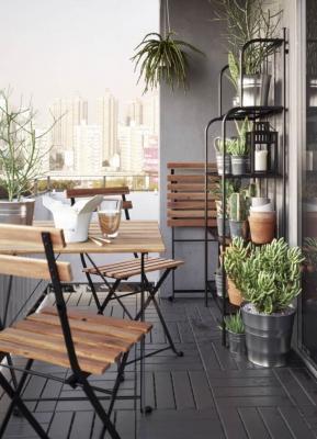 15 idee per arredare un balcone piccolo con orginalit for Arredare balcone