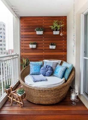 Relax in balcone con la poltrona rotonda, da homedit.com