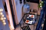 Cena romantica in balcone con lucine da esterno, da homedit.com