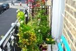 Come arredare un balcone piccolissimo, da apartmenttherapy.com