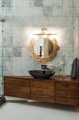 Realizzare un bagno: rivestimento con carta da parati Wall&Decò Block Tales