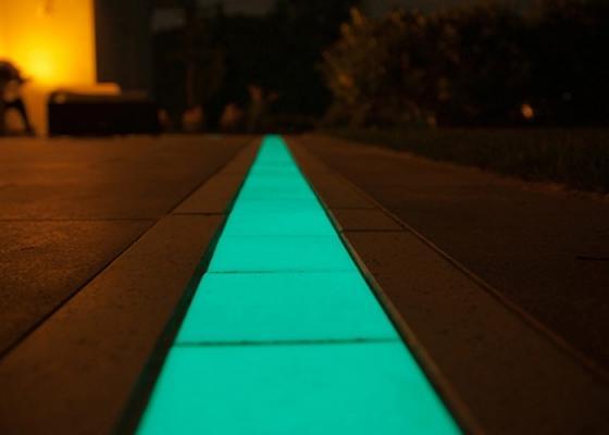 Striscia di cemento fotoluminescente di Mi.B Italia