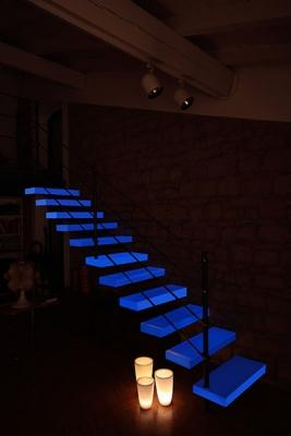 Scala in plexiglass fotoluminescente di Mi.B Italia