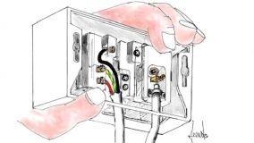 Spostamento di cavi TV e prese elettriche in fai da te