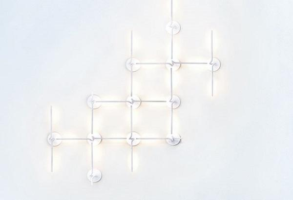 Lightspring double di Flos, composizione a soffitto per illuminare il bagno