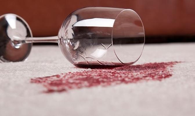 Macchie di vino su tappeto da rd.com