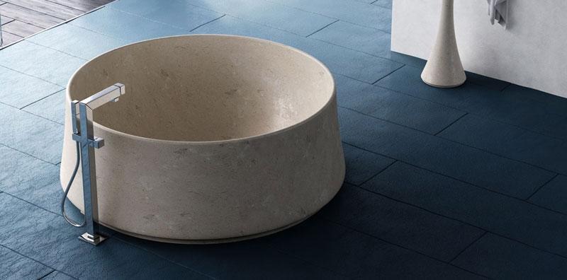 Vasca da bagno libera installazione di Dedalo Stone