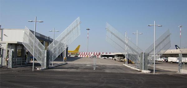 Cancello ad alzata verticale ambito industriale - Avantgates