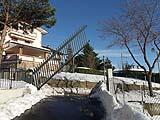 Cancello ad alzata verticale in montagna - Avantgates