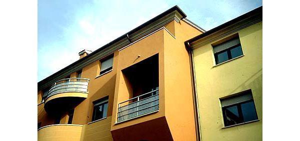 Edifici moderni con tinteggiatura di Settef
