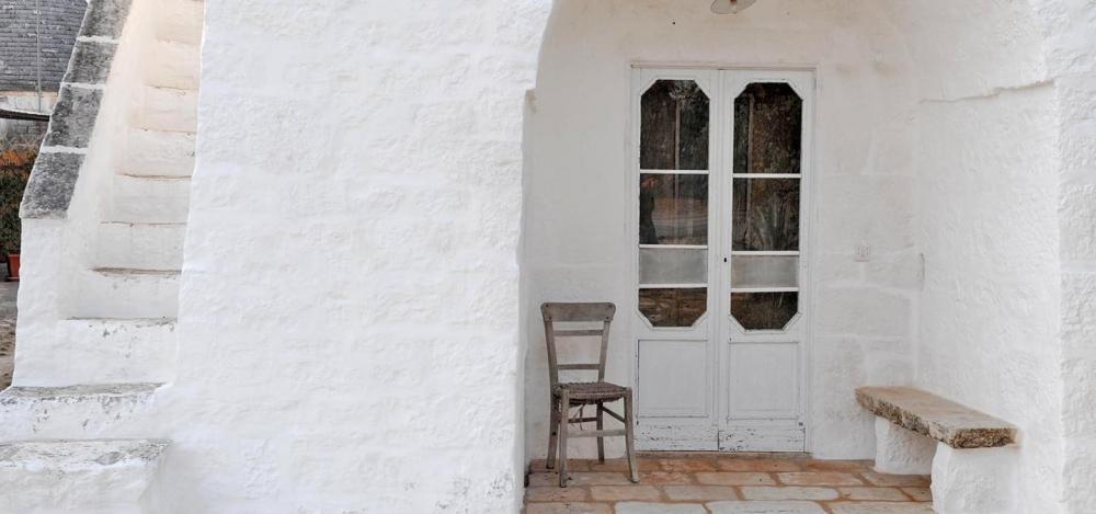 Edificio tradizionale tinteggiato a calce con Calcelatte by La Banca della Calce