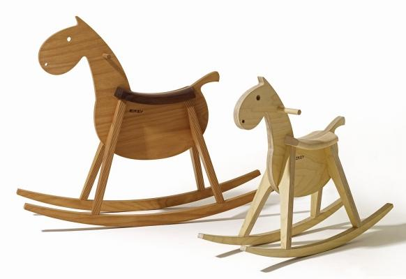 Cavallo a dondolo in legno di design, da Sixai  Furniture