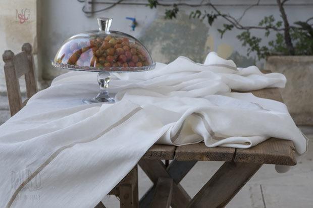 Tovaglia in lino stropicciato color canapa, da Marini & Gerardi