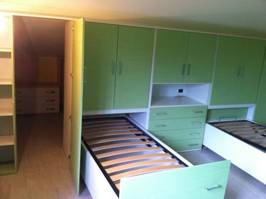 Cabina armadio in mansarda for Armadi per piccoli spazi
