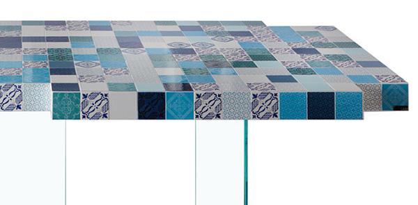 Tavolo con piastrelle ceramiche Air MadeTerraneo di Lago, texture Mare