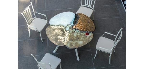 Tavolo  in pietra lavica, modello Fiore di Domiziani