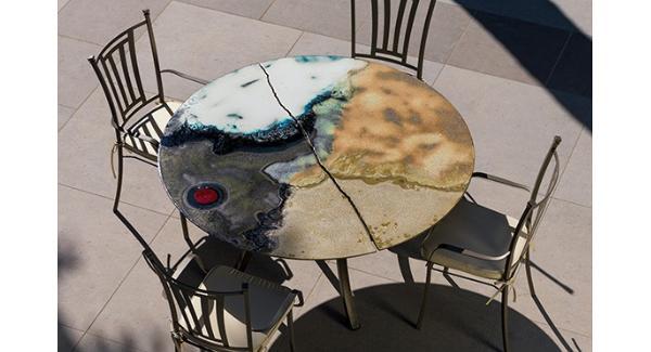 Tavolo in pietra lavica ceramizzata Sisma di Domiziani