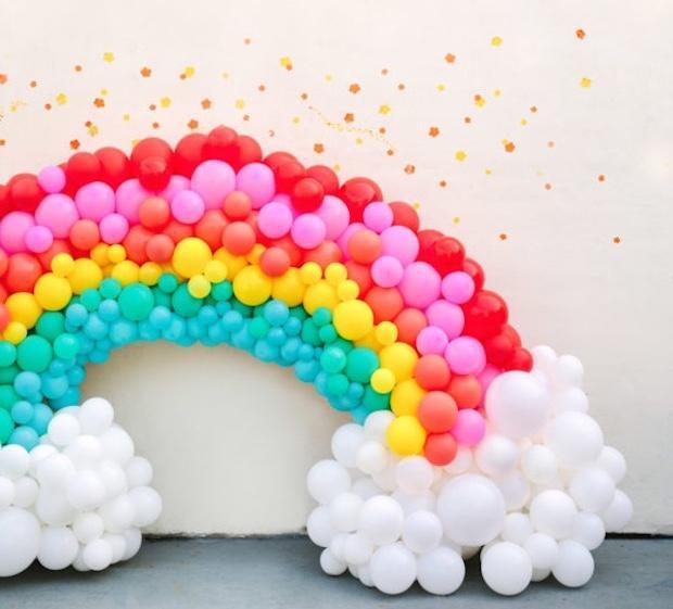 Addobbi feste bimbi: arcobaleno di palloncini, da studiodiy.com