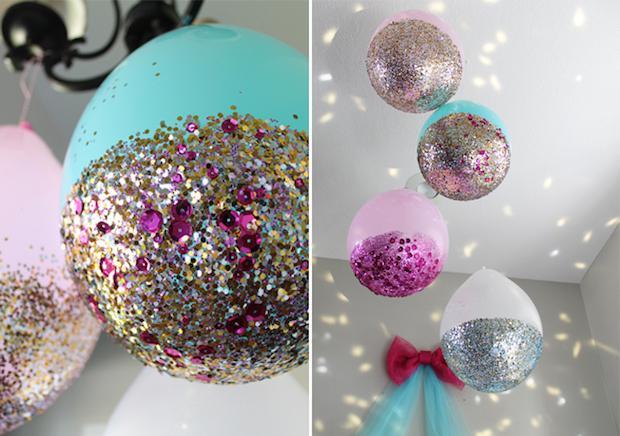 Addobbi compleanno con palloncini glitterati, da sisterssuitcaseblog.com